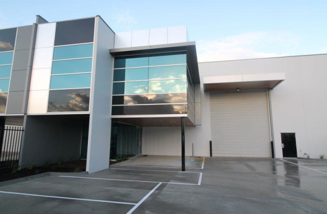 Unit 2/10 Commercial Drive, PAKENHAM VIC, 3810