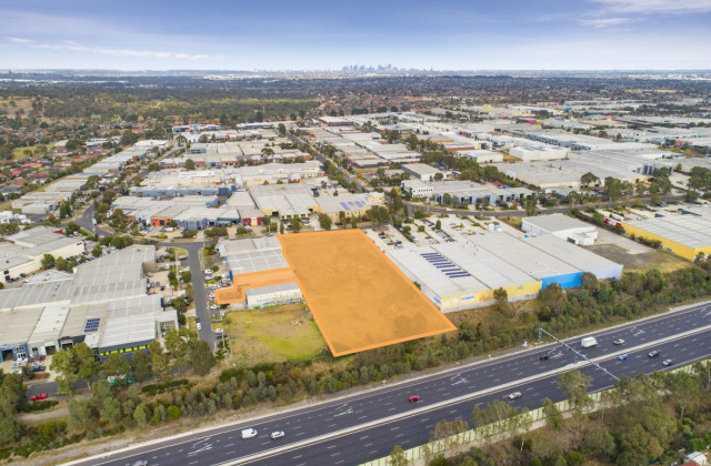 92 Commercial Drive & 15 Mercedes Drive, THOMASTOWN VIC, 3074