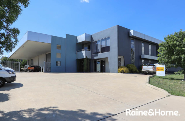 Unit 3 / 6 Irving Place, BATHURST NSW, 2795