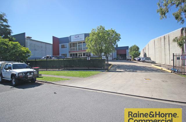 123 Basalt Street, GEEBUNG QLD, 4034