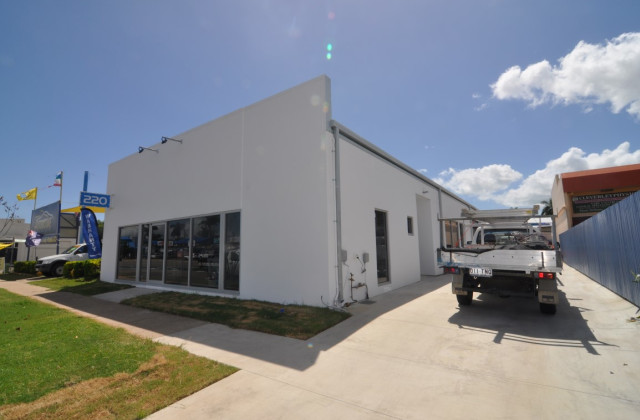 Unit 2, 220 Charters Towers Road, HERMIT PARK QLD, 4812