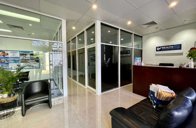 Unit 2A/95 Ashmore Road, BUNDALL QLD, 4217