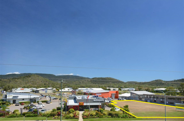 Reef Plaza Cnr Shute Harbour Rd/Paluma Rd, CANNONVALE QLD, 4802