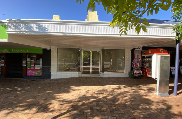 8 Memorial Avenue, POMONA QLD, 4568