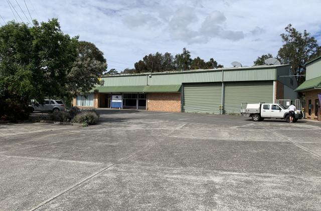 135 Glastonbury Drive, UNANDERRA NSW, 2526